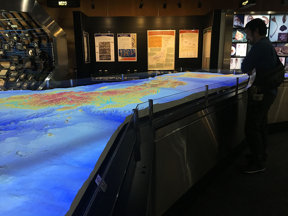 地質標本館の立体地形模型